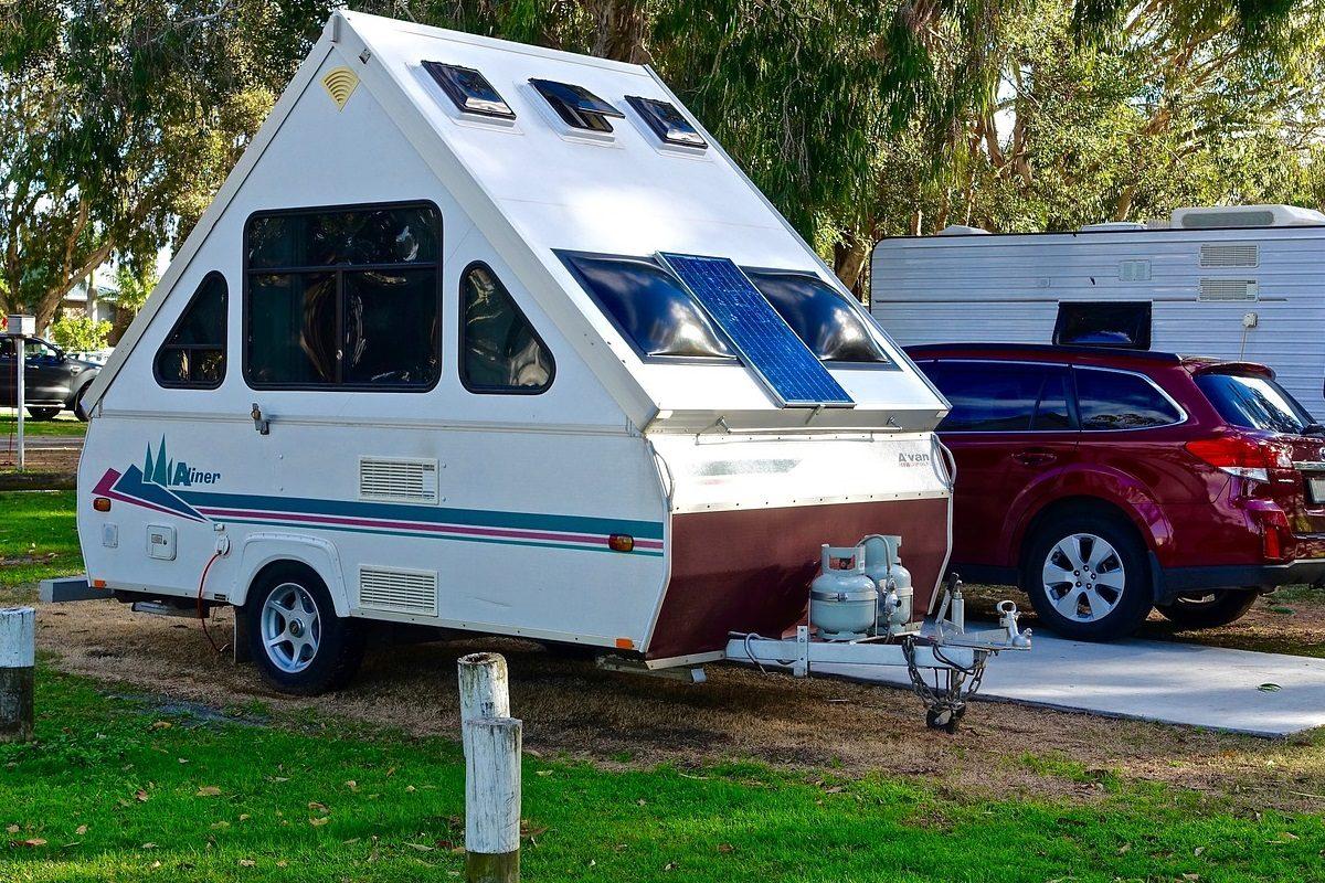 https://www.classictracker.com.au/wp-content/uploads/2016/04/caravan-1200x800.jpg